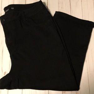 AVENUE Size 18 Black Denim Capri